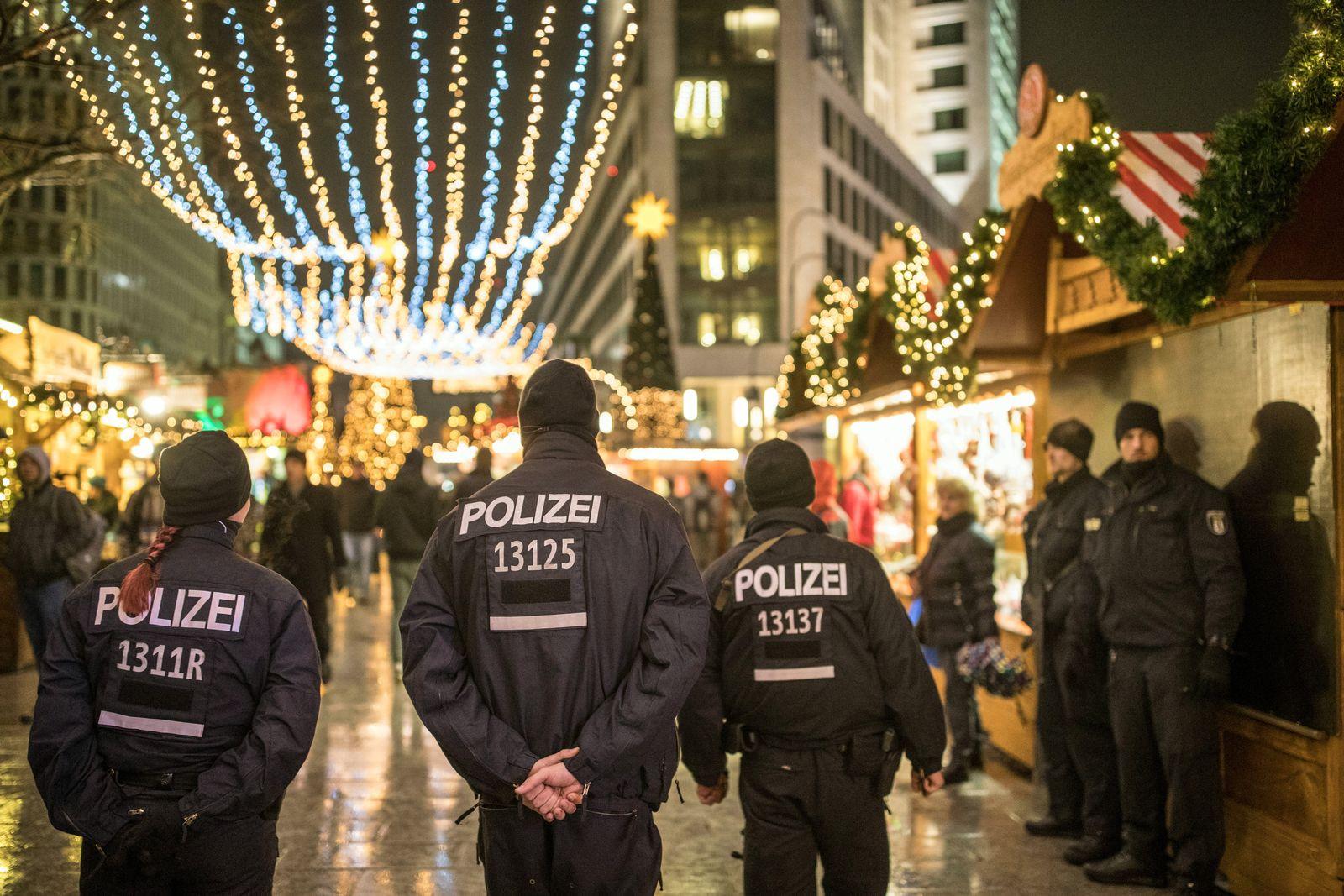 Weihnachtsmarkt am Breitscheidplatz/ Polizei