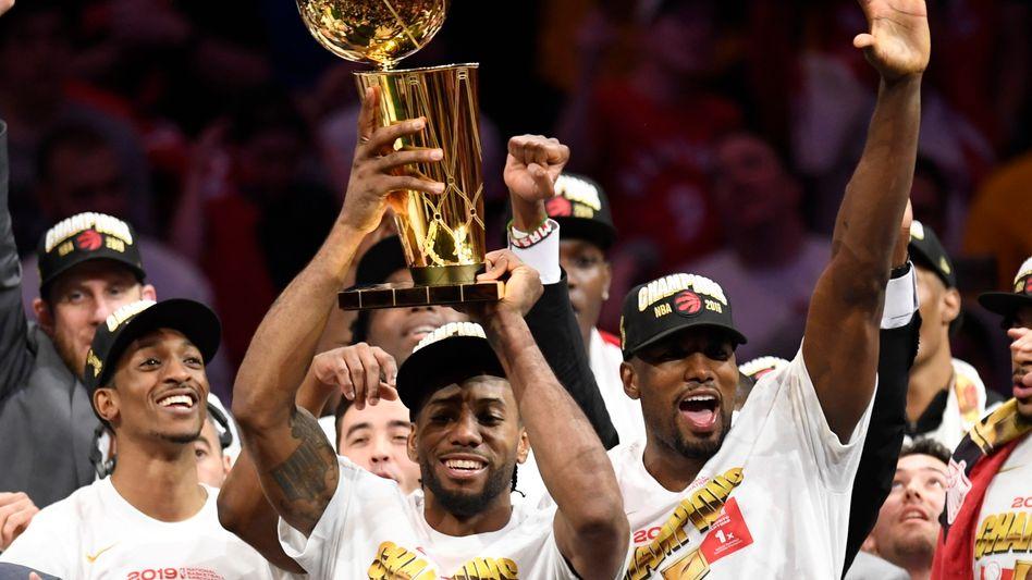 Torontos Starspieler Kawhi Leonard feiert den NBA-Titel