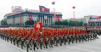 Paradierende Truppen in Nordkoreas Hauptstadt Pjöngjang