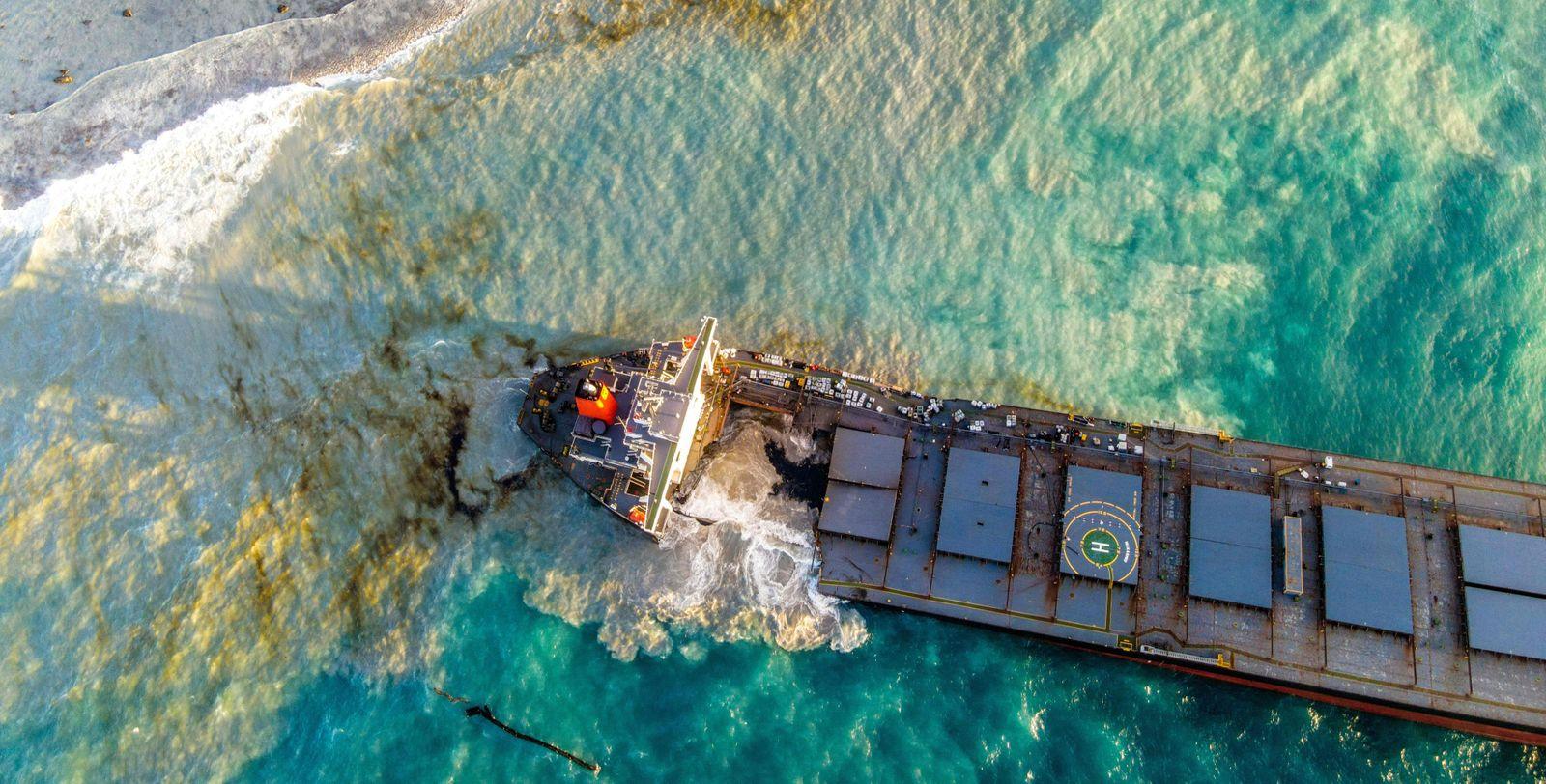 CORRECTION-MAURITIUS-ENVIRONMENT-DISASTER-OIL