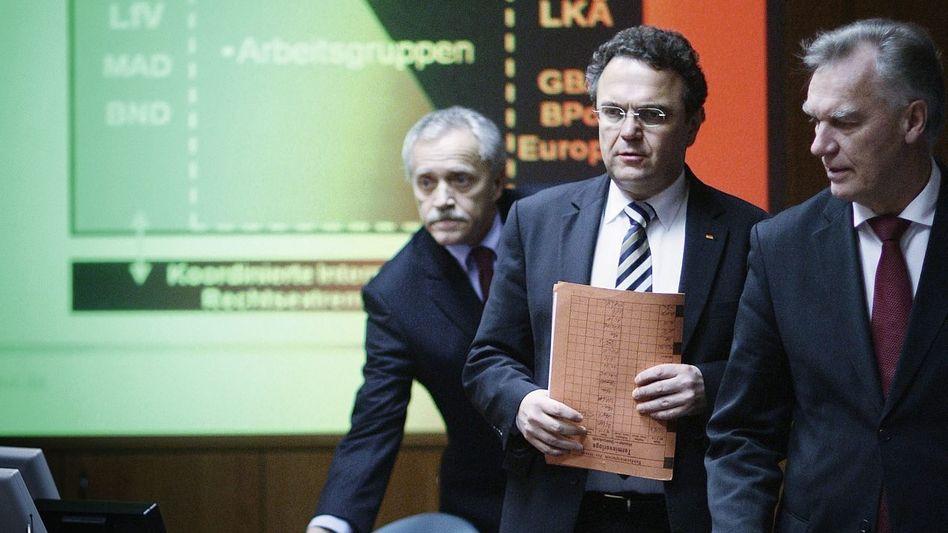 Innenminister Friedrich (M.), Behördenchefs 2011(*)