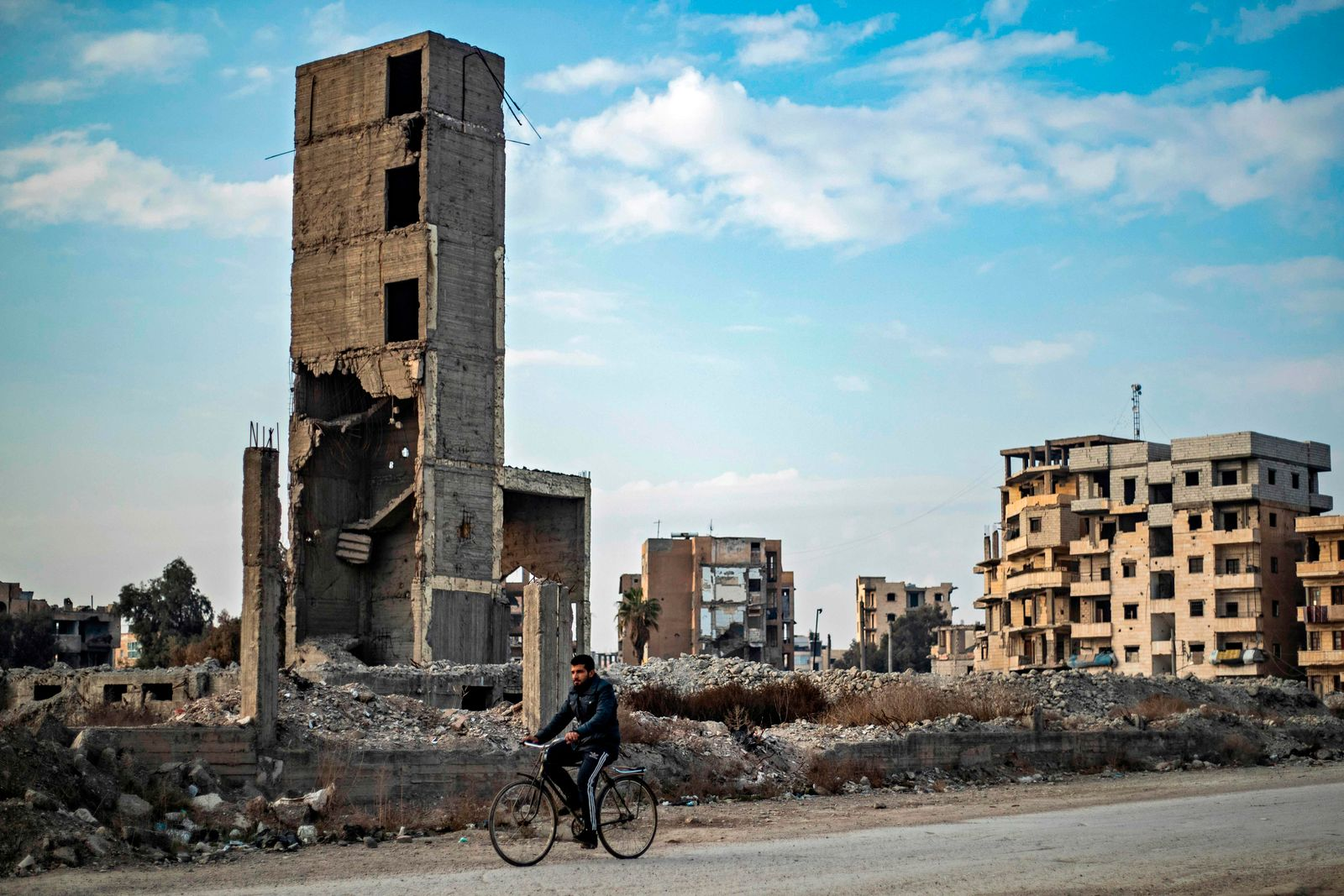 TOPSHOT-SYRIA-CONFLICT-DAILY LIFE-RAQA