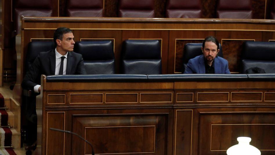 Regierungschef Sánchez (l.) und Vize Iglesias am Donnerstag: Die Regierung hat das geplante Grundeinkommen vorgezogen