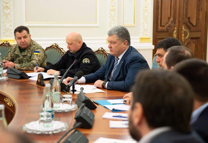 Poroschenko (M.) bei der Sitzung des nationalen Sicherheitsrates