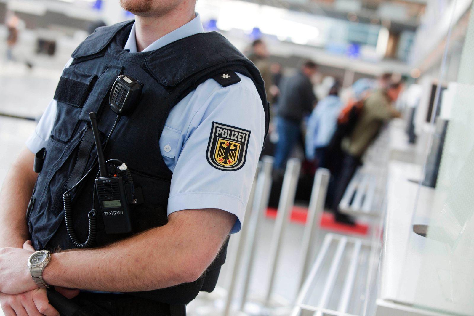 Polizist / FFM / Frankfurt / Flughafen