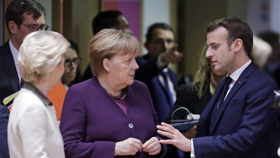 Telefonat mit Putin: Merkel und Macron fordern sofortiges Ende der Kampfhandlungen in Idlib
