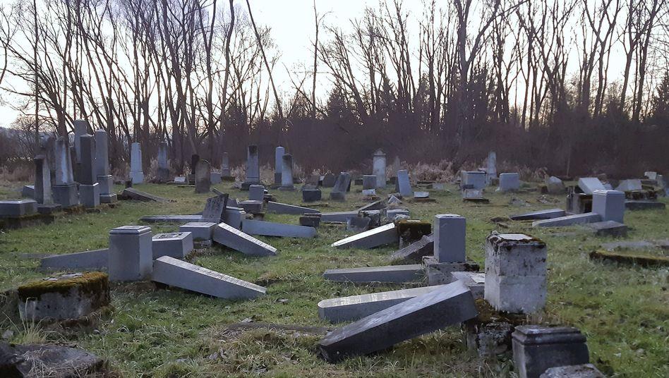Auch der jüdische Friedhof in Namestovo wurde verwüstet