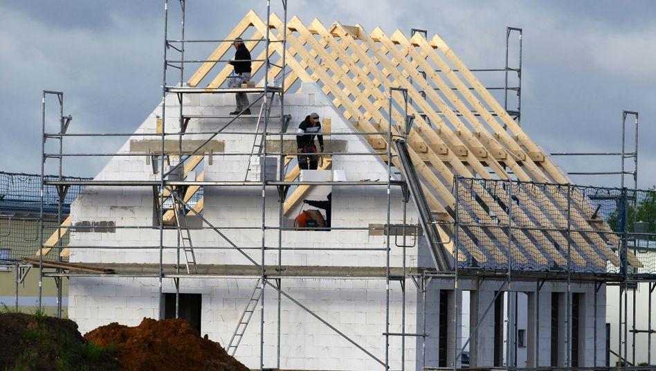 Bau eines Eigenheims: Niedrige Zinsen langfristig sichern