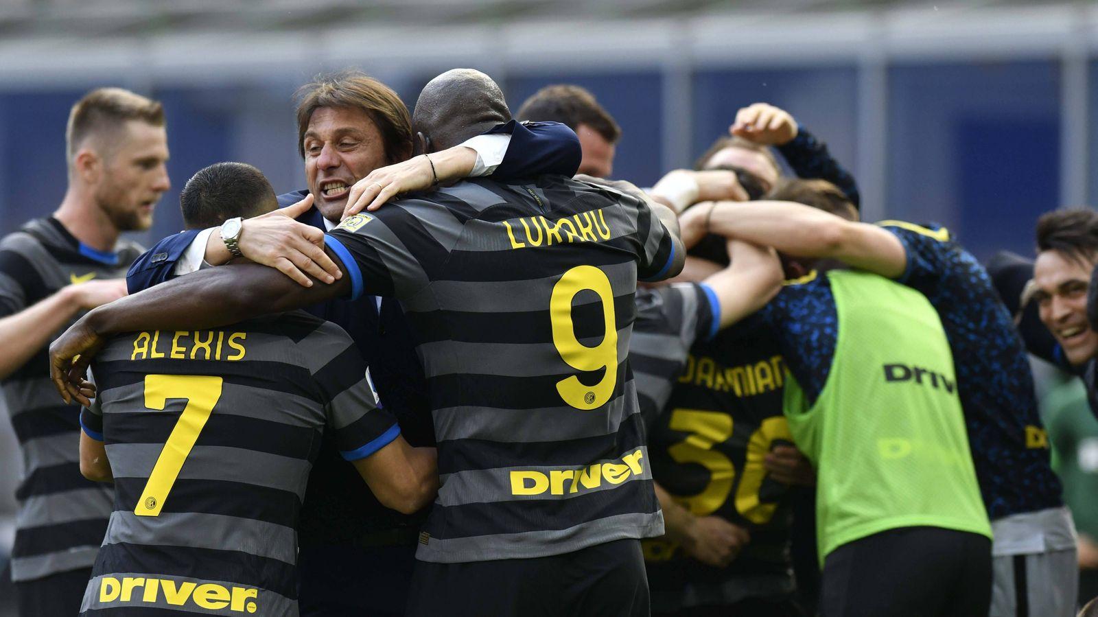 IPP20210425 Football - soccer: Serie A, Inter Mailand - Hellas Verona, Antonio Conte esulta con i giocatori dopo il gol