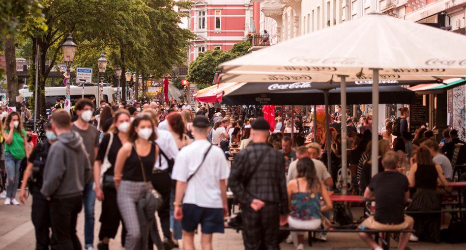 Hamburger Schanzenviertel Anfang Juni: Inzwischen gilt dort die 2G-Regel in Innenräumen