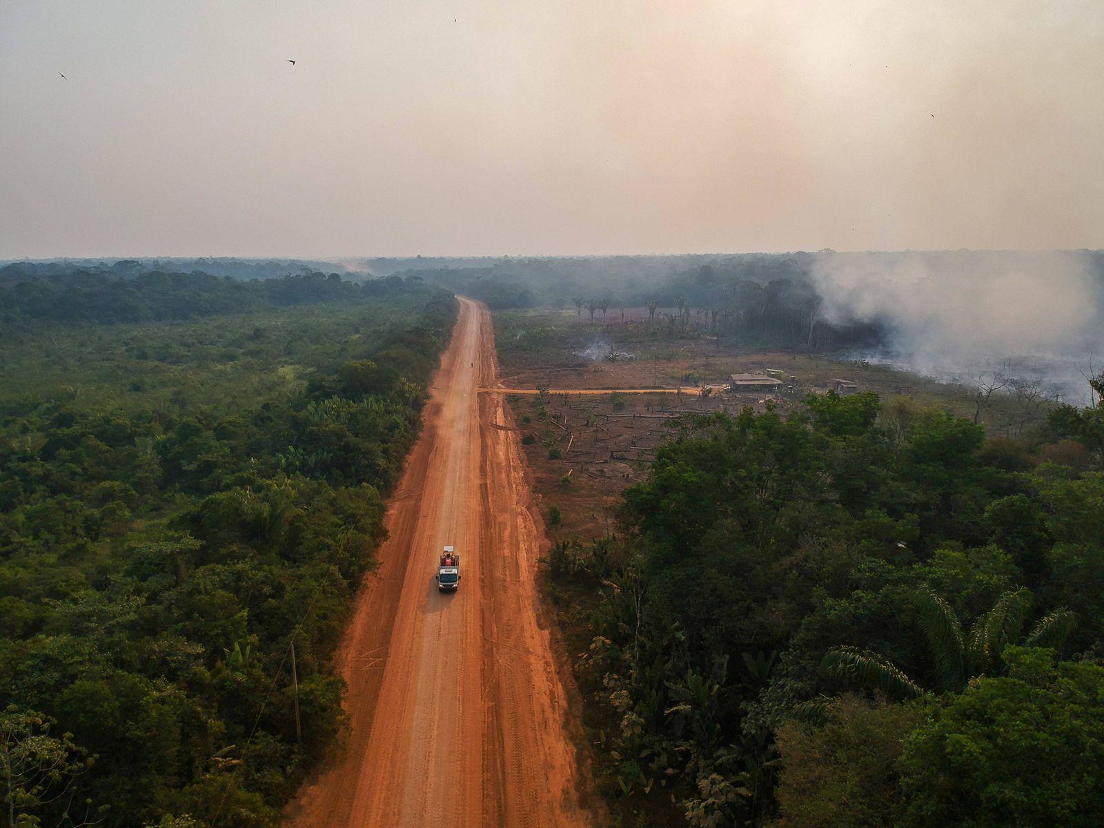 Brasilien, Waldbrände im Amazonasgebiet HUMAITÁ, AM - 12.08.2020: DESMATAMENTO E QUEIMADAS NA BR 230 AM - Deforestation