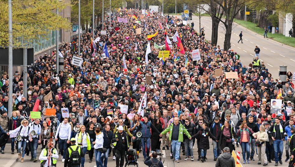Demonstration in Stuttgart: »Jetzt werden hier Steine geworfen«