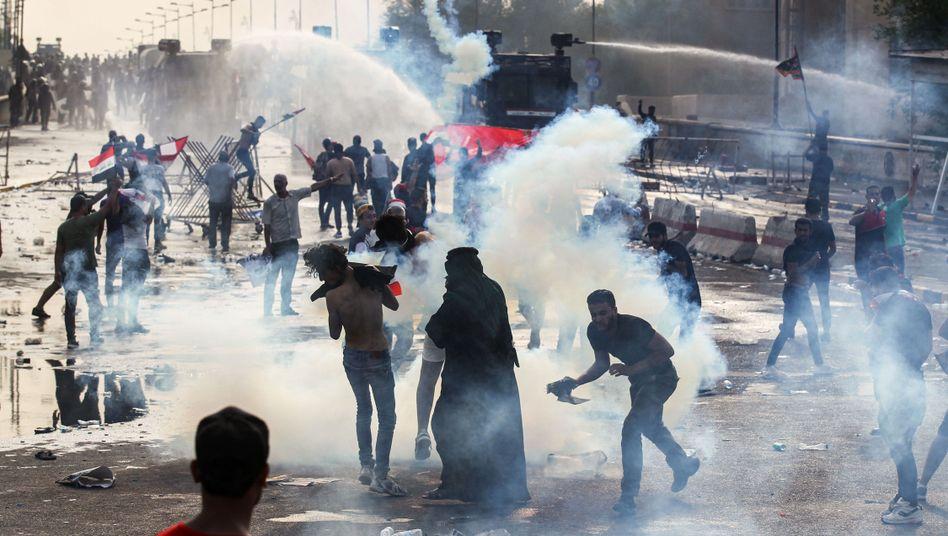 Zusammenstoß in Bagdad: Wasserwerfer und Tränengas