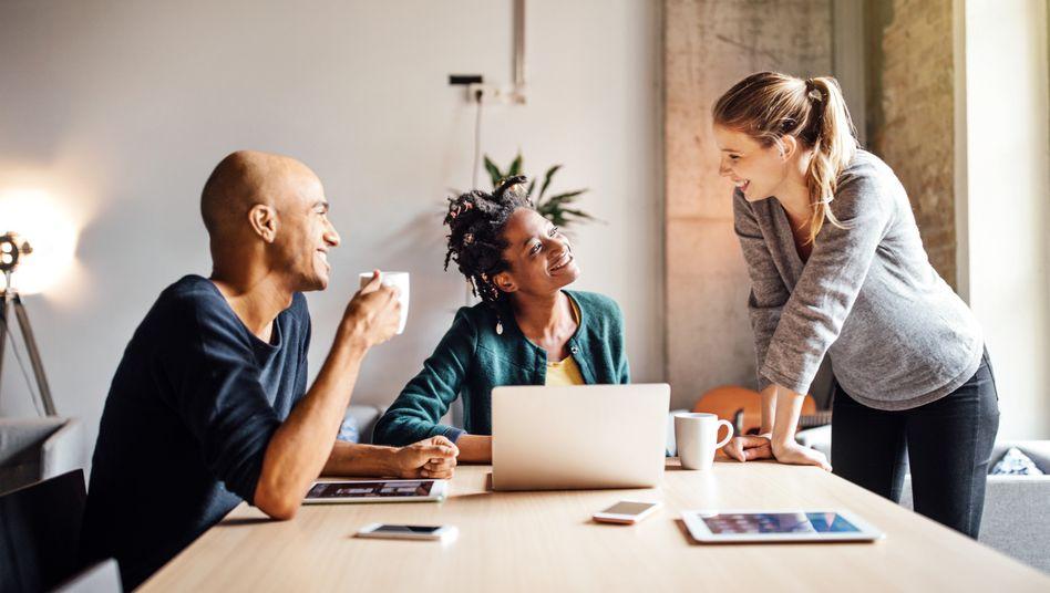 Einen Arbeitstag in der Woche weniger, ein glücklicheres Team? In Deutschland haben bisher nur vereinzelt Betriebe die verkürzte Arbeitswoche umgesetzt.