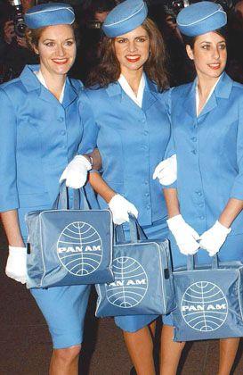 Stewardessen (bei einer Filmpremiere): Bitte recht freundlich