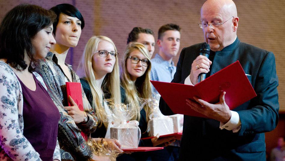 Studentenfeier an der Uni Hamburg: Der Abschluss ist nicht alles, was zählt