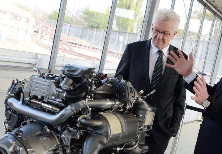 Ministerpräsident Kretschmann im Stuttgarter Daimler-Werk