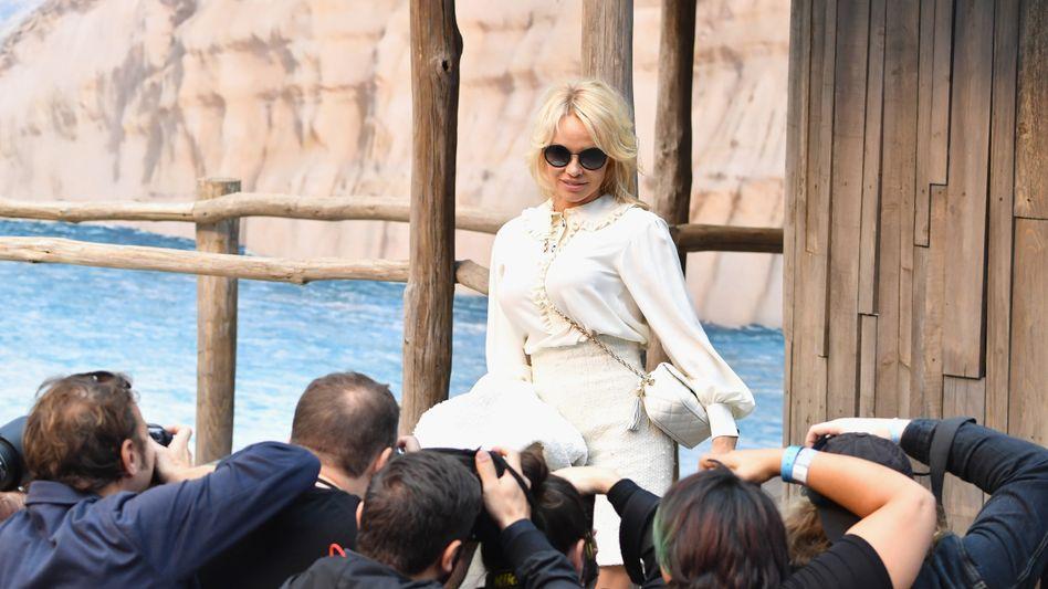Pamela Anderson bei der Chanel-Modeschau