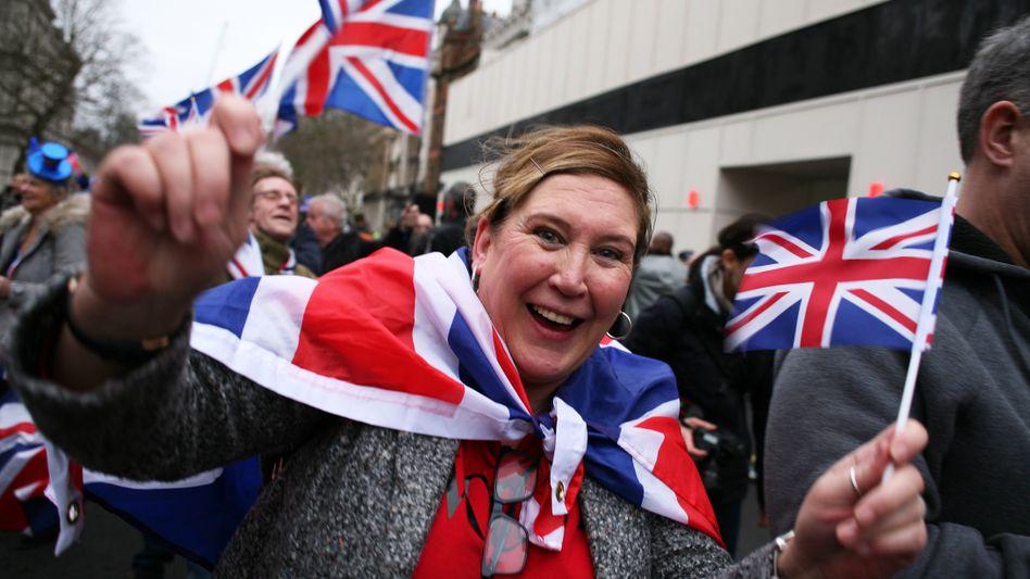 Brexit-Befürworter feiern am 31. Januar 2020 den offiziellen EU-Austritt des Vereinigten Königreichs