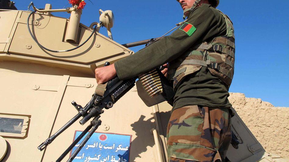 Afghanischer Soldat in Helmand: Verstärkung aus Kabul angefordert