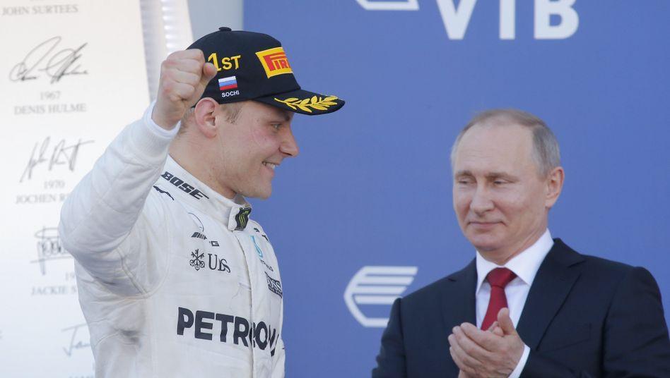 Valtteri Bottas und Wladimir Putin (re.)