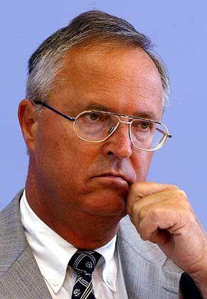 """Finanzminister Eichel: """"Im Abgang nicht sehr glücklich"""