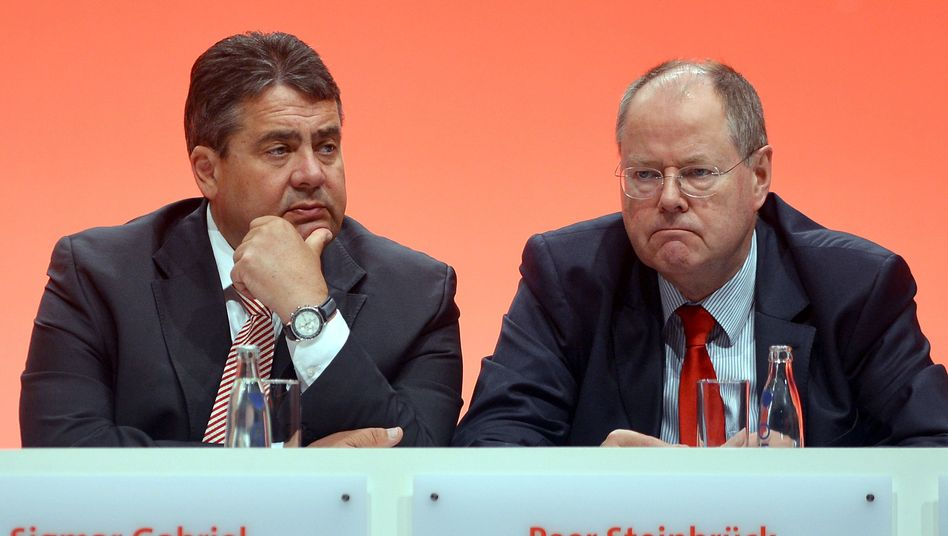 Not the best of friends: SPD chancellor candidate Peer Steinbrück (R) and party chairman Sigmar Gabriel.