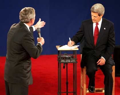 Beule am Präsidentenrücken: Funkempfänger oder Falte?