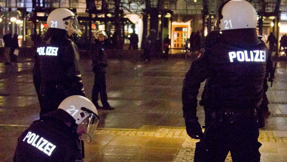 Polizeieinsatz in Hamburg: 15 Personen wurden in Gewahrsam genommen