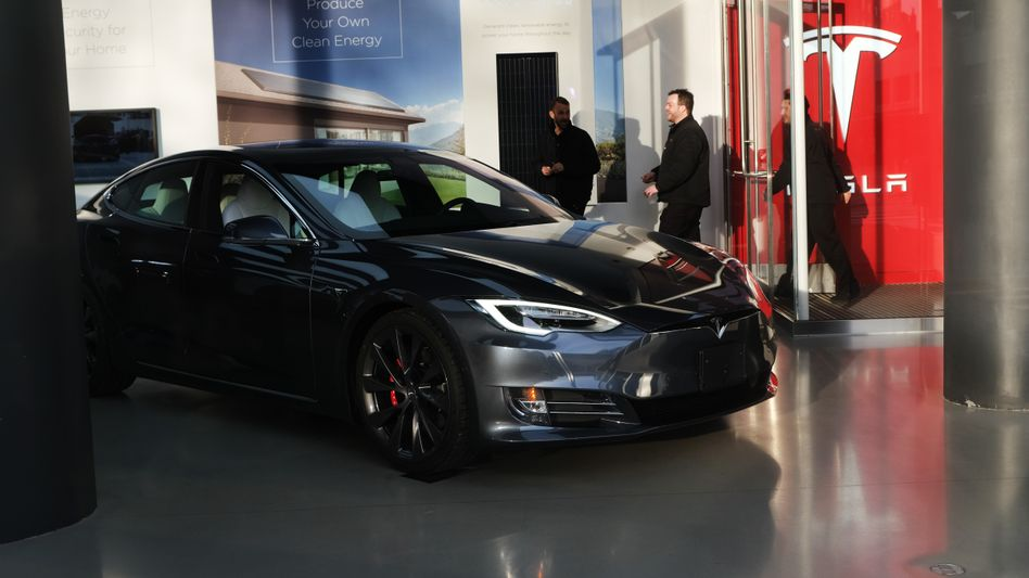 Tesla-Showroom in New York: Der Aktienkurs dürfte laut Ökonom Schwope von der NordLB weiter zurückgehen