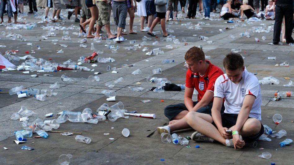 Englische Fans nach dem 1:4 gegen Deutschland bei der WM 2010