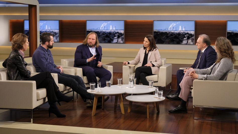 """Moderatorin Will (3.v.r.) mit ihren Gästen: """"Klimaschutz und Kohleausstieg - werden die Milliarden richtig investiert?"""""""