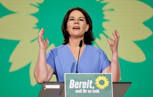 Kanzlerkandidatin Baerbock auf Parteitag: Ärger über einen Patzer