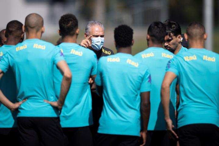 Brasiliens Nationaltrainer Tite mit seinen Spielern