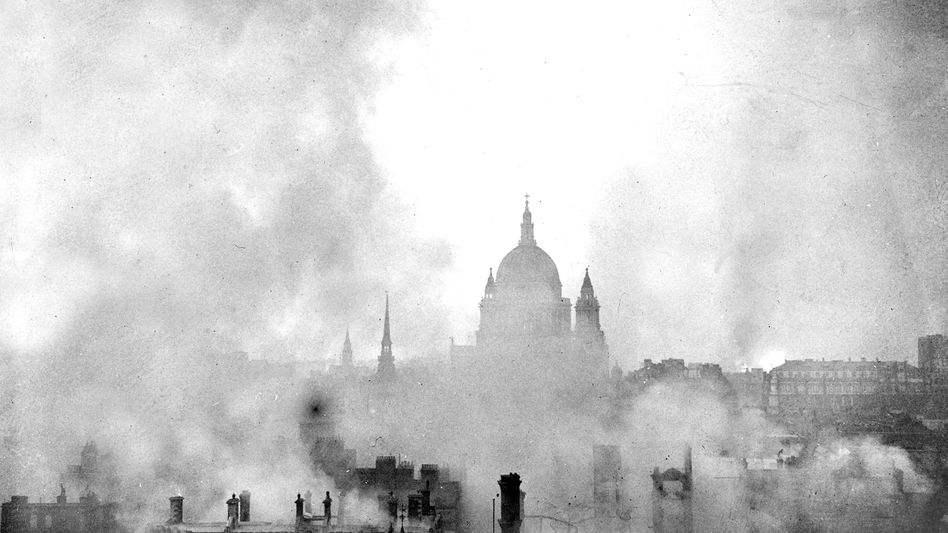 St. Pauls Cathedral in London am 11.Mai 1941