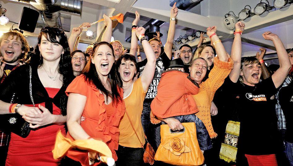 Feiernde Piraten-Anhänger im Saarland: Freibeuter im Dauer-Umfragehoch