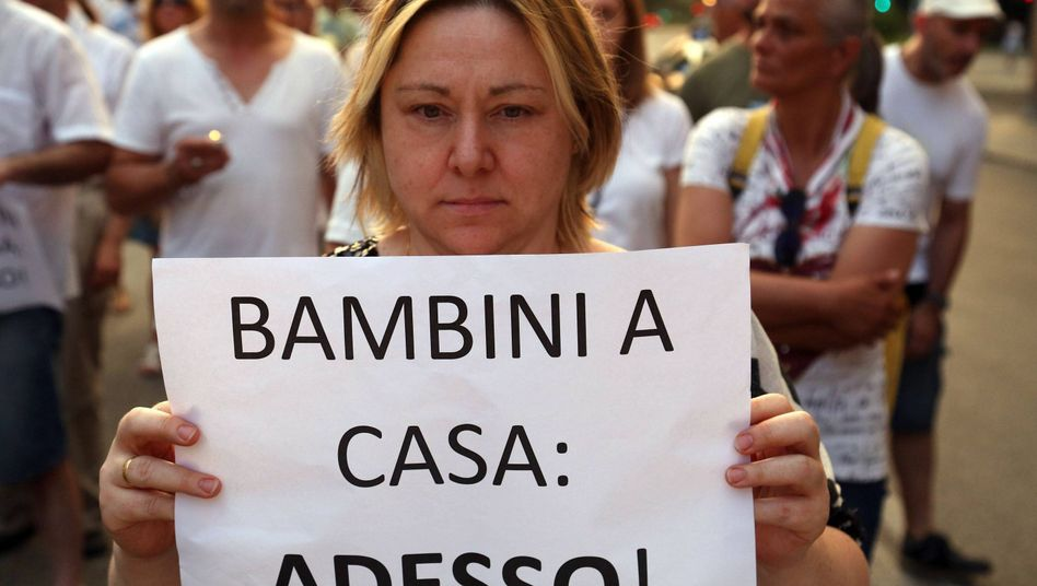 Demonstrantin in Modena: Der Fall sorgt in ganz Italien für Entsetzen