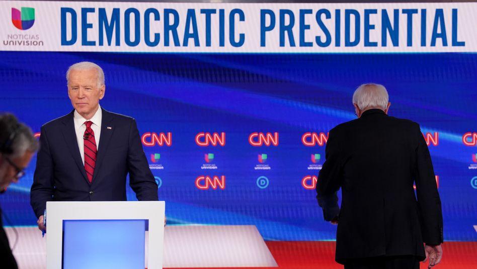 Biden und Sanders beim TV-Duell in Washington: Den Demokraten läuft die Zeit davon