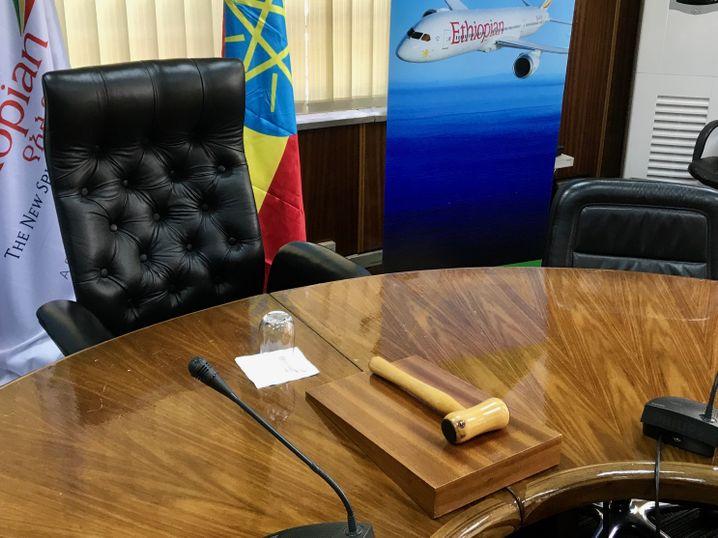 Auf dem Konferenztisch in der Chefetage liegt ein Hammer. Tewolde Gebremariam benutzt ihn oft, um bei Vorstandssitzungen für Ruhe zu sorgen.