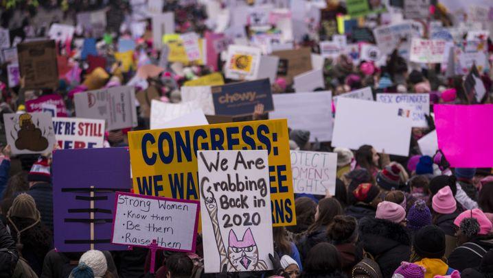 """Women's Marches: """"Mein Körper, meine Regeln"""""""