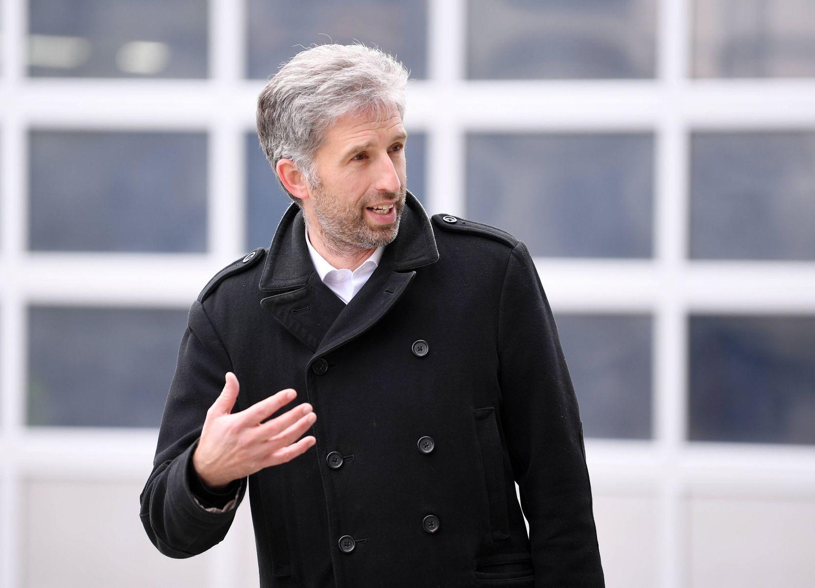 Tuebingen 30.04.2021 Oberbuergermeister Boris Palmer (Die Gruenen) hat die groesste Photovoltaikanlage Tuebingens beim A