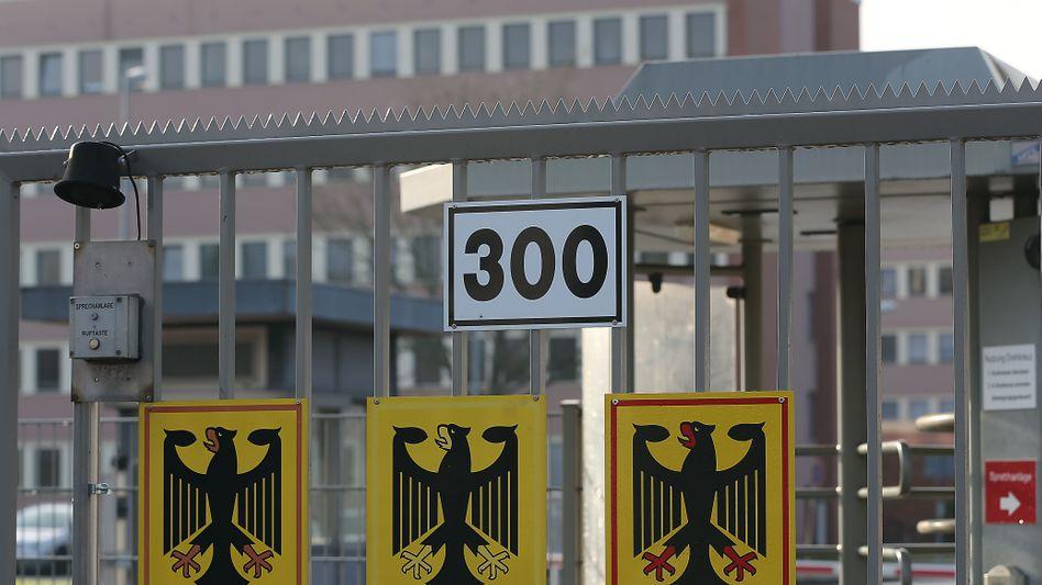 Eingang des Militärischen Abschirmdienstes in Köln: Neue Offenheit der Geheimen