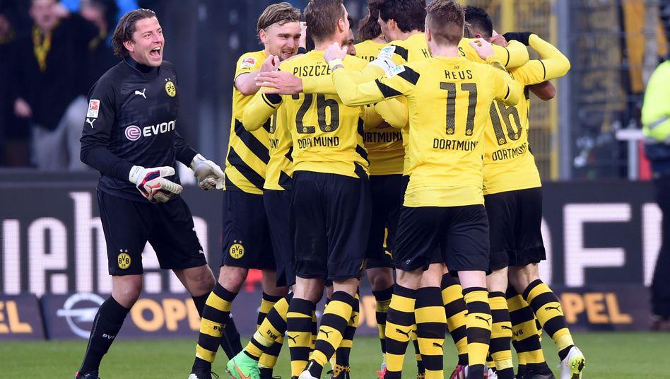 Jubelnde Dortmunder samt Weidenfeller (l.): 3:0 gegen Freiburg