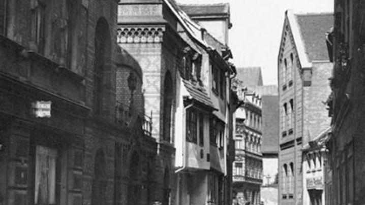 So hat sich der Straßenzug in Halle verändert, wo früher die Synagoge (1890) stand. (Fotos: Alexander Jäckel/Unbekannt)