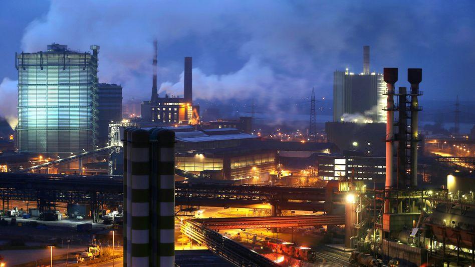 Stahlwerk in Duisburg (Archiv): Wettbewerbsfähige Industrie für denKlimaschutz?