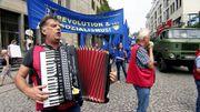 Blauhemden marschieren für den Sozialismus