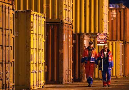 Arbeiter im Hamburger Hafen: Nur Arbeitslose haben eine schlechtere Einkommensentwicklung