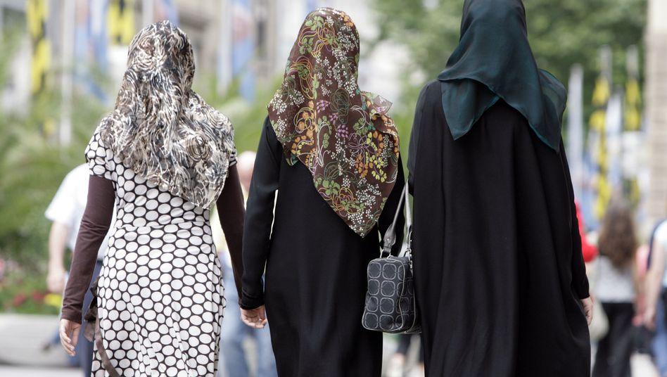 Frauen mit Kopftüchern: Abgeordnete wollen mit Tuch ins Parlament