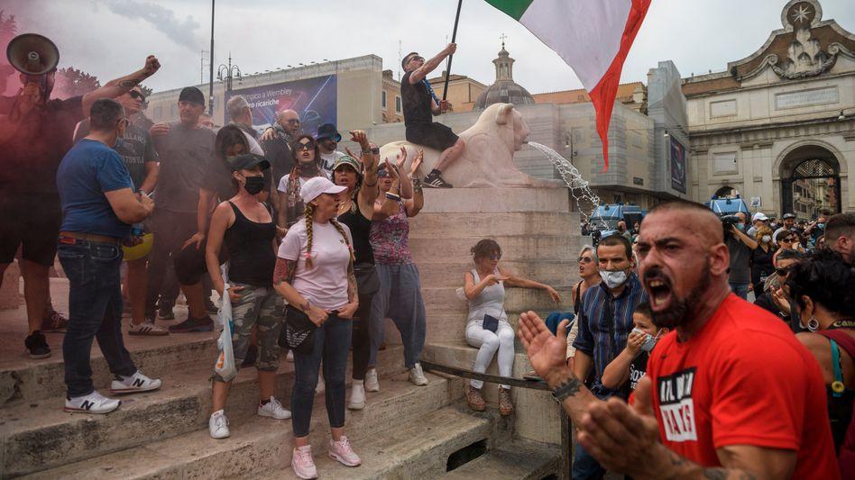 Demonstration gegen verpflichtende Impfausweise (in Rom): Kritik an angeblicher »Gesundheitstyrannei«