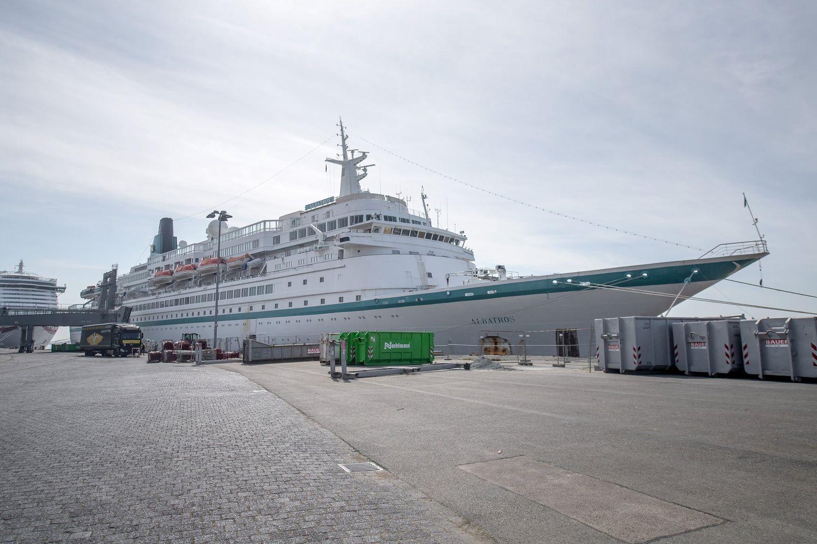 Kreuzfahrtschiffe setzen Passagiere in Bremerhaven ab